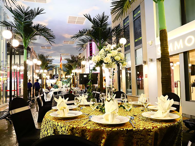 round table with dining event in tropical themes