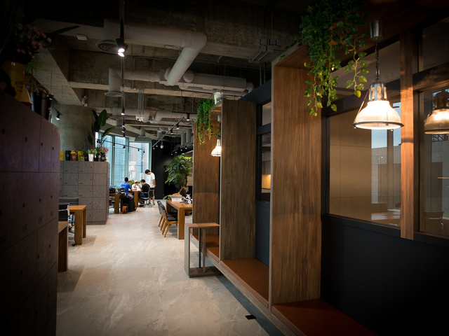 the aisle to the coworking space area in the industrial style