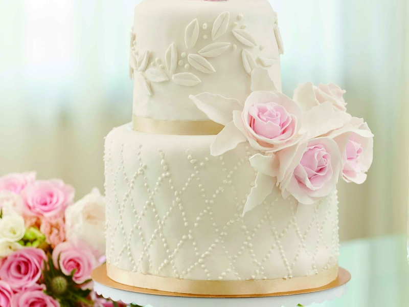 two layers wedding cake in regal airport hotel