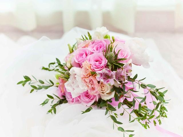 pink wedding flower bouquet