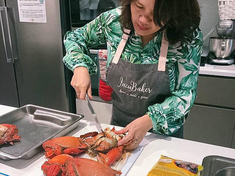 women cut a crabs for cooking class