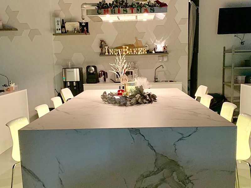cafe with white themes provide a marble table and white chair