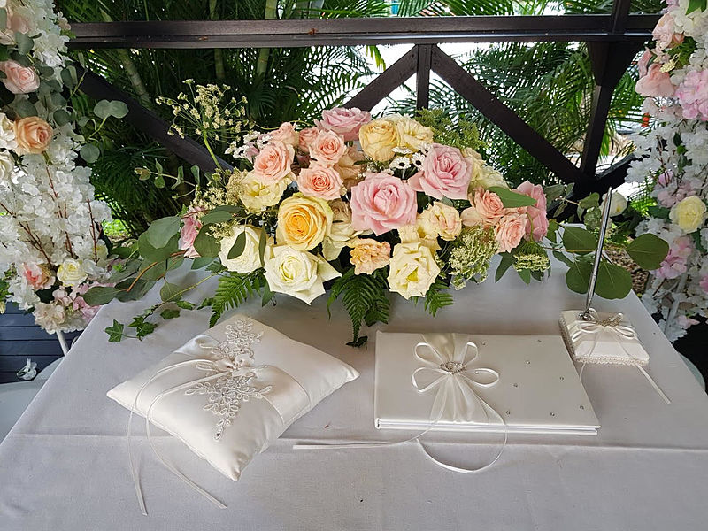 solemnisation table decoration with soft pink and yellow rose and white table