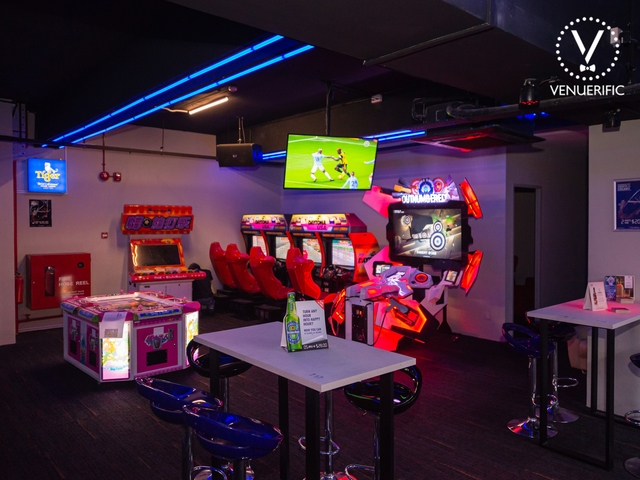 bar with car rasing games