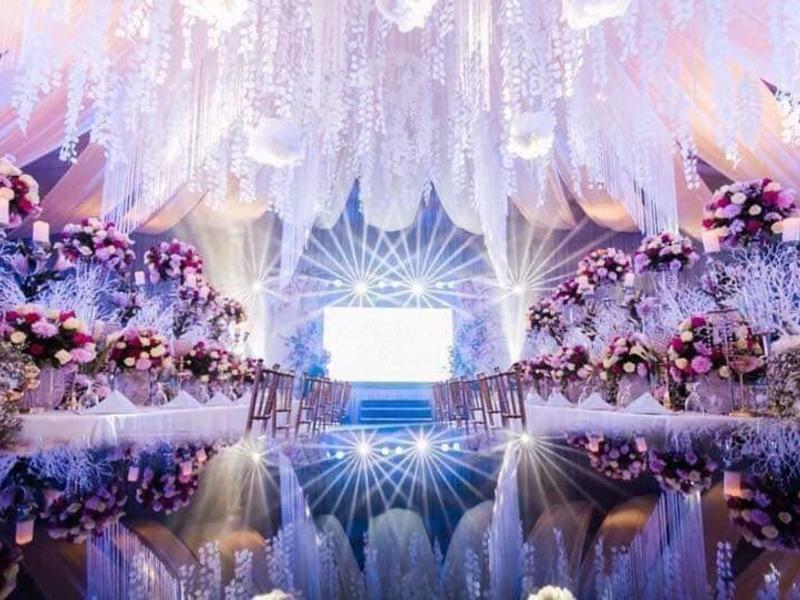 grand wedding reception with flower decoration and big chandelier