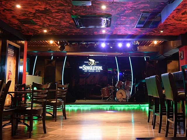 bar in kuala lumpur with live music stage