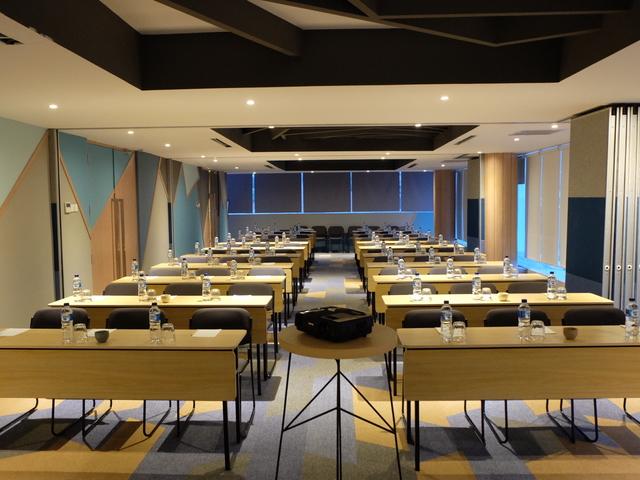 Meetspace alpines batu class seating room for rent medium