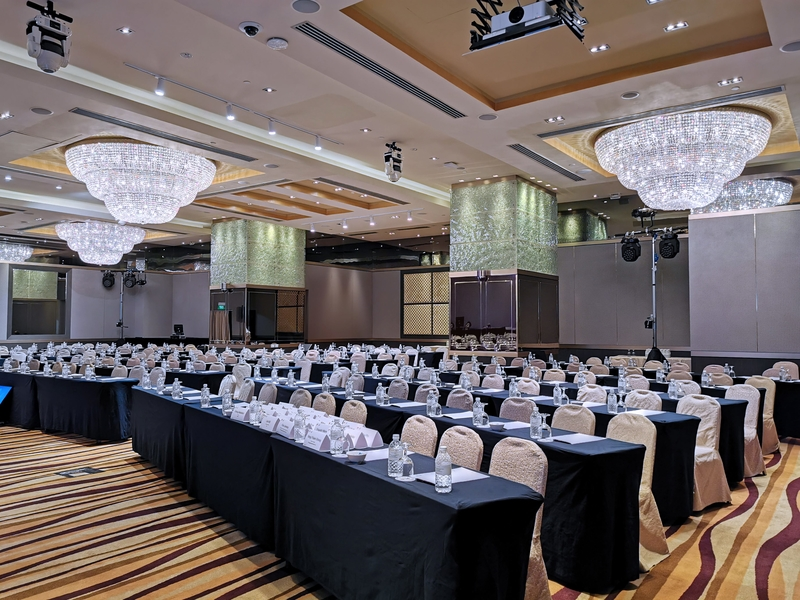 elegant ballroom with 320 capacity