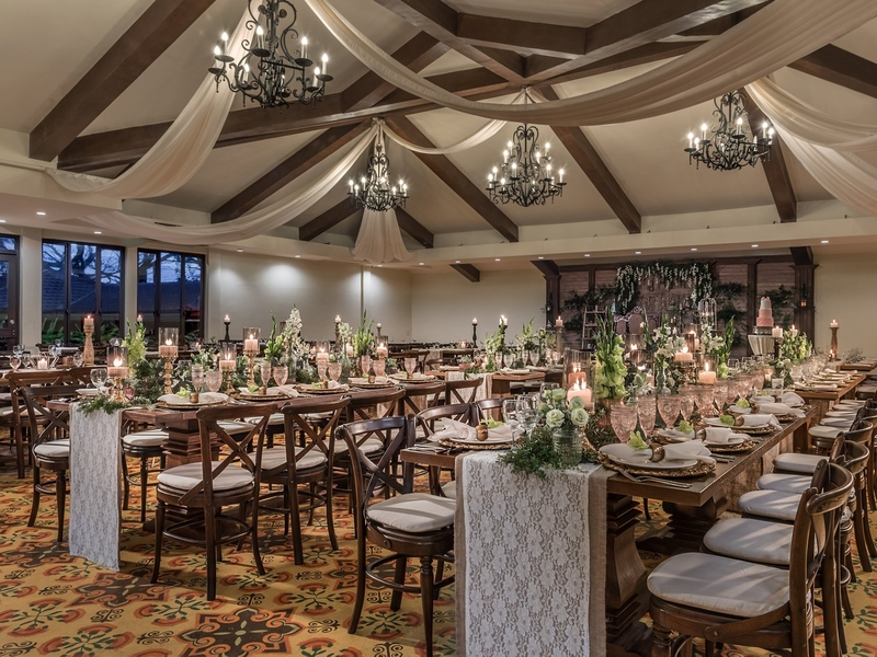 private intimate wedding dinner with sit-down table setup