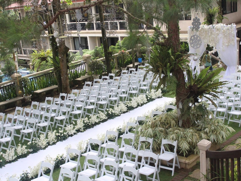 outdoor wedding solemnisation surrounded with nature
