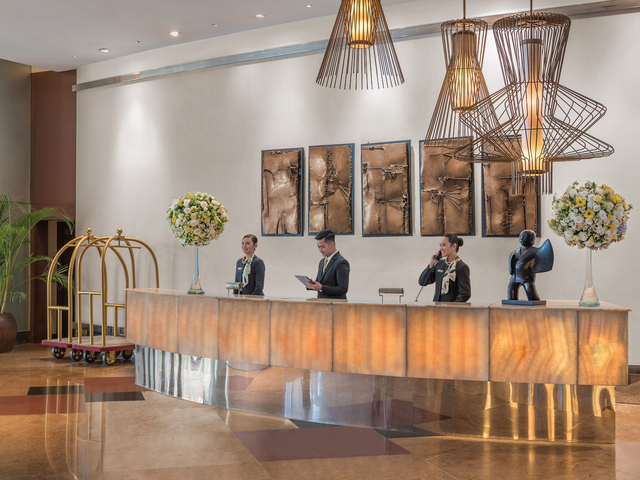 the lobby and receptionist area of discovery suites