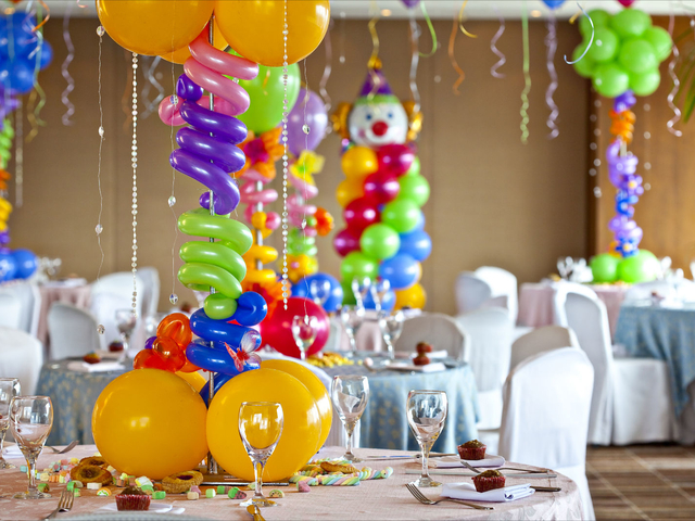 kids birthday party event with colourful balloons and clown as the decorations