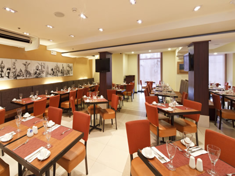 microtel restaurant ambience