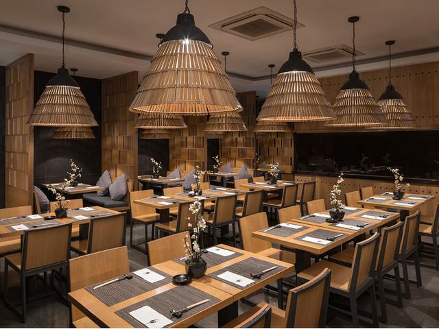 japanese dining setting at minami saki by astoria