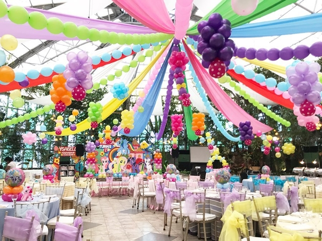 kids birthday party celebration using colourful decorations and balloons