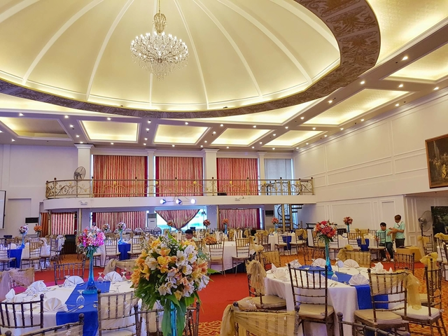 corporate annual dinner with banquet seating style