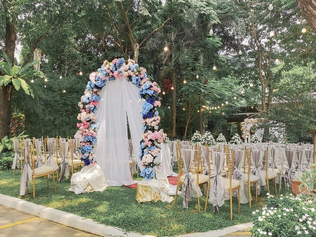 flower arch in garden wedding
