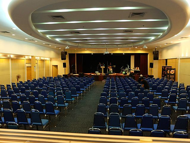 hall with high ceiling for 1000 pax in theatre style