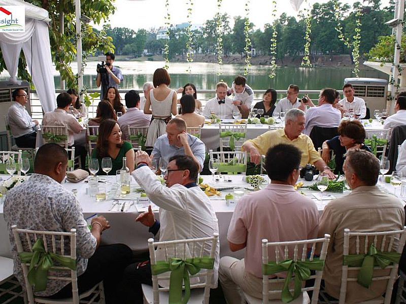 guest enjoying wedding party dining with lake view