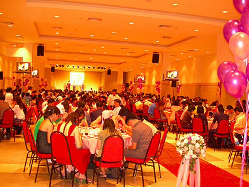 guest enjoy eating in wedding party celebration