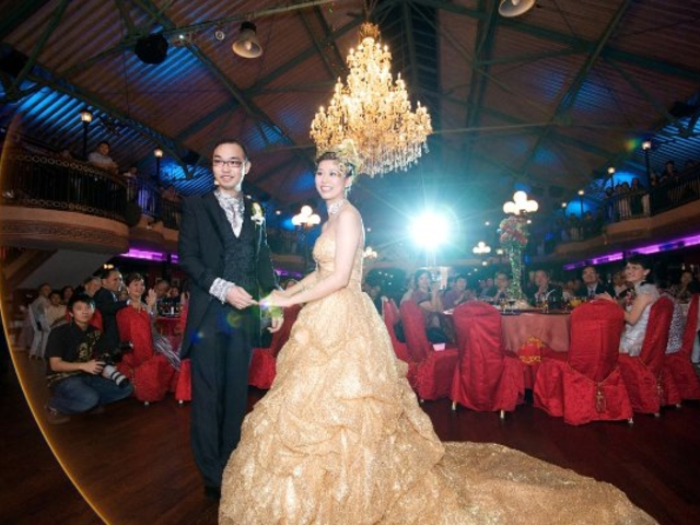 couples celebrate their wedding day at the dance floor