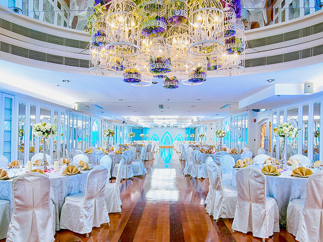 banquet halls using grand chandelier from bird cage