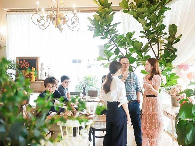 gathering event by cafe de nicole's flower