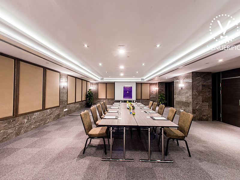 meeting room by grand mercure singapore roxy
