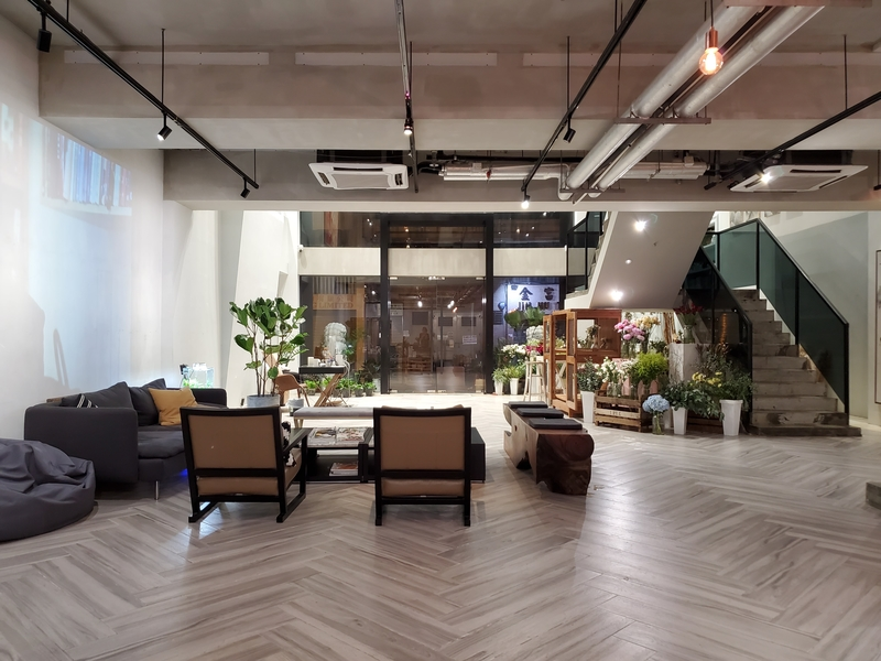 lobby seating area in an office