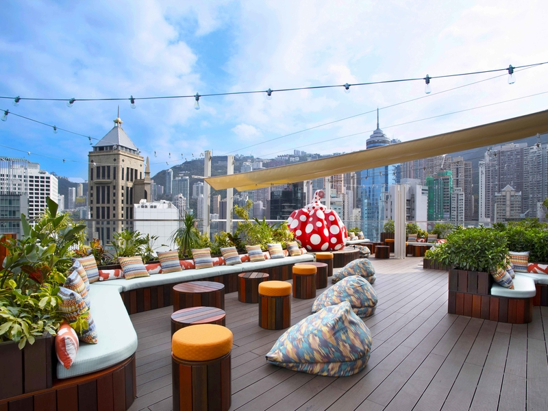 alfresco roodtop dining with cityscape view