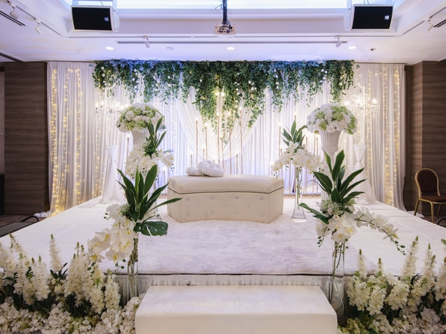 malay wedding stage decoration with white theme