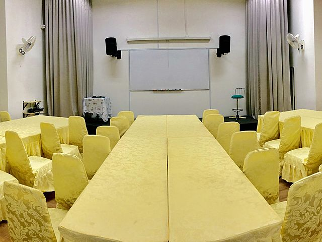 high ceiling meeting room in malaysia with projector screen