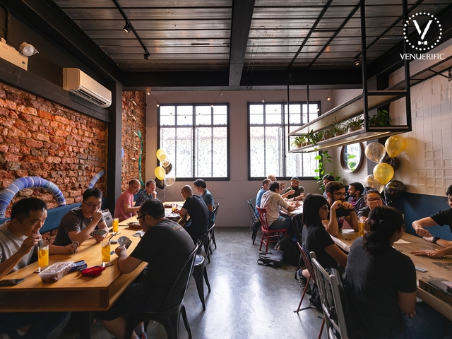 brunch situation in a cafe with industrial design