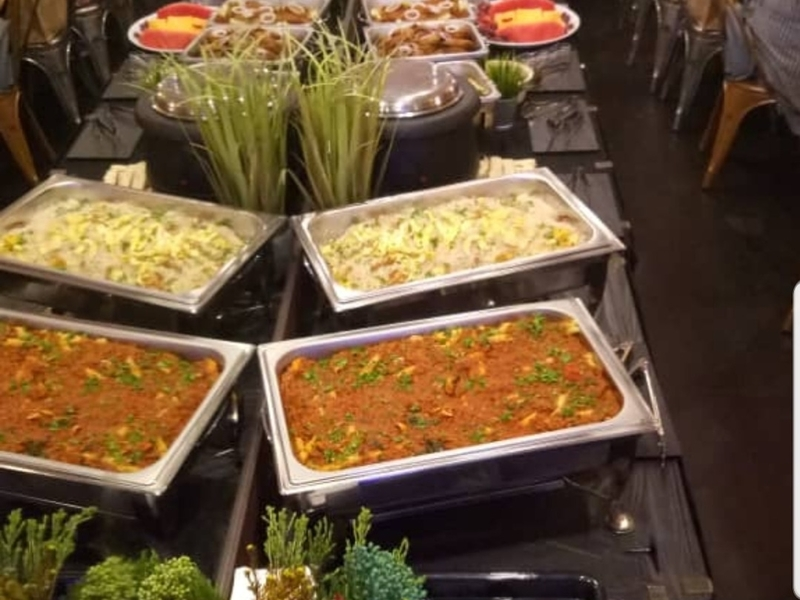halal western buffet dishes in line