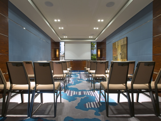 long seminar room with screen and classroom seating arrangements