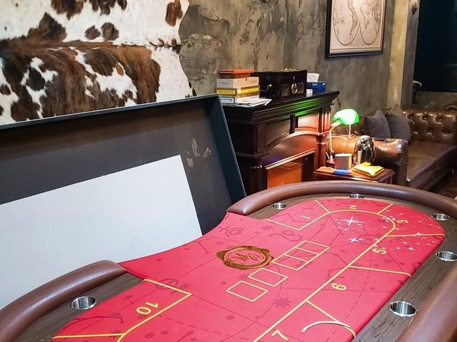 casino poker table setup