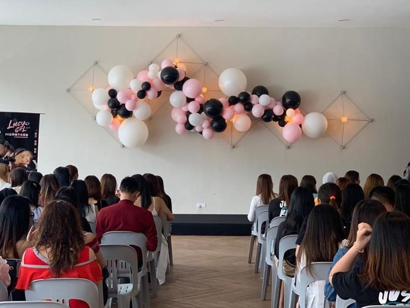 seminar event with ballons decoration