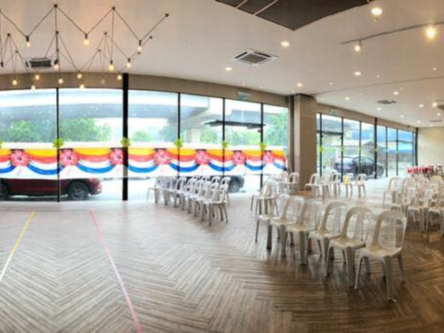 function hall with high ceiling and natural light with glass wall