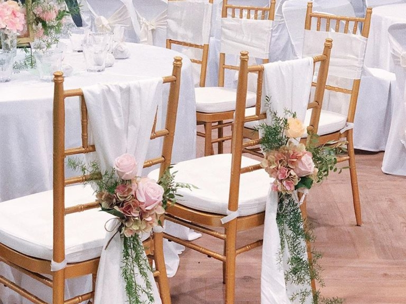 detail chairs decoration for wedding with pink flowers