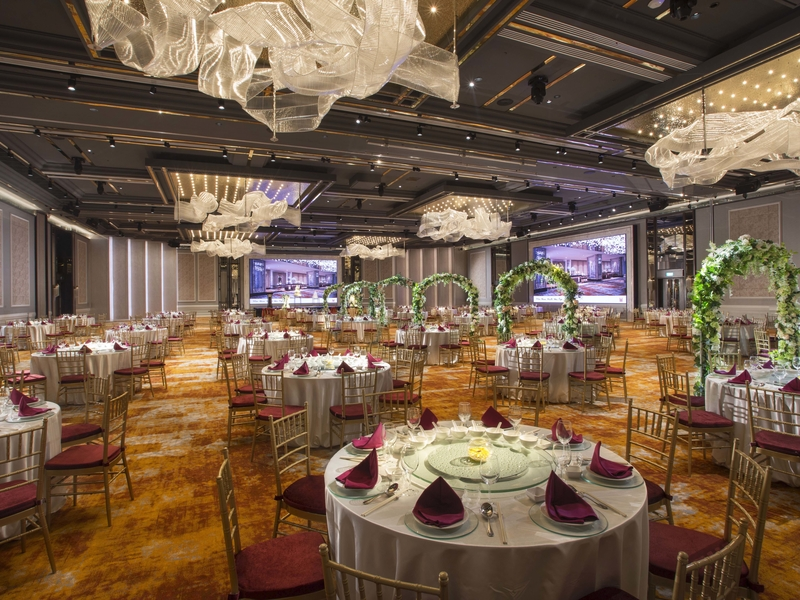 wedding party decoration in high ceiling ballroom