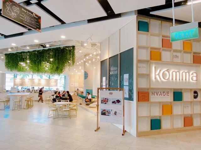 komma cafe in singapore from outside