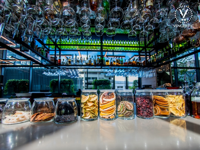 bar table with variaous options of dried fruit for drinks