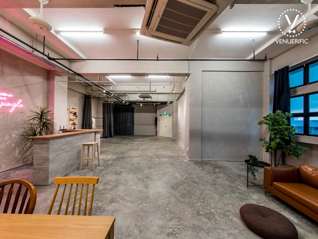 multipurpose studio with industrial look by concrete alley