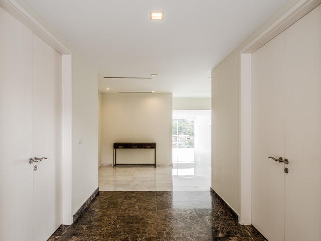 alley to the hall of changkat duta luxury villa