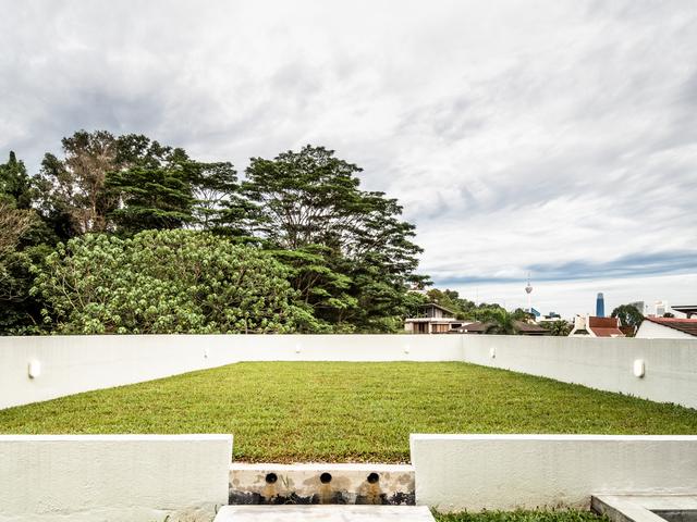 outdoor area of changkat duta luxury villa