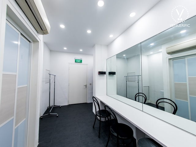 white room for event prepation