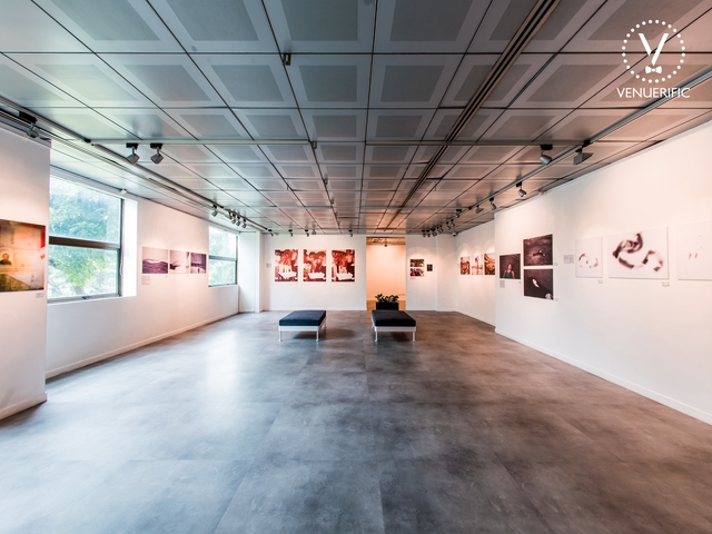 an art gallery which is perfect for host a company cocktail party