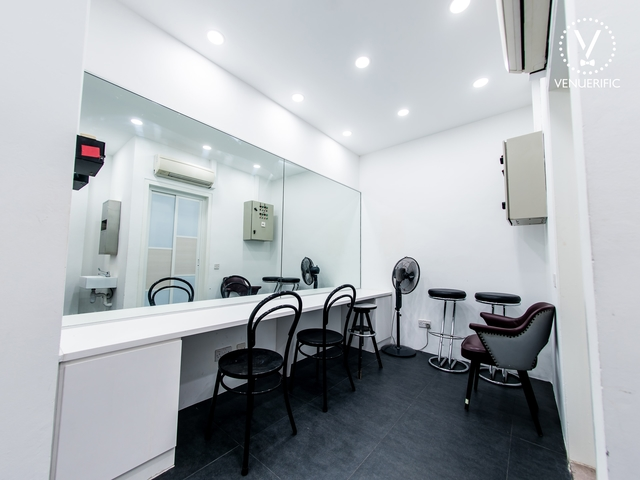white theme make up room for event preparation