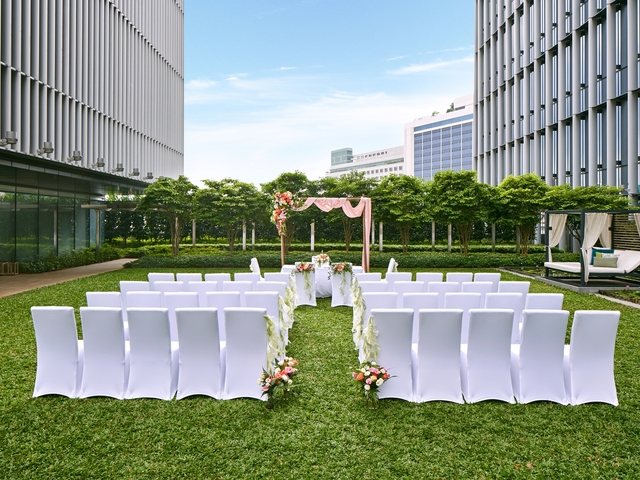 outdoor intimate wedding space in singapore with sky view