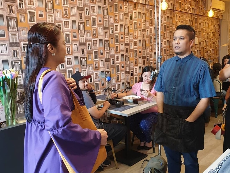 woman discuss about her menu with the chef